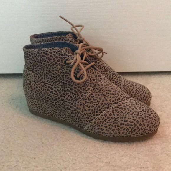 0c5f2f3dd8b TOMS Cheetah Print Desert Wedge Boots. M 5b3f79e7a31c335306dfbd02